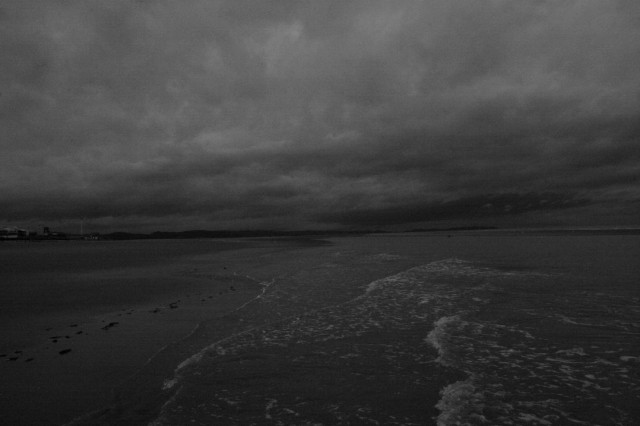 Welsh Beach - B&W by h.wilson